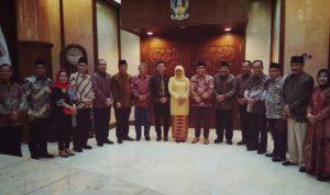Pimpinan DPRD Jatim Abdul Halim Iskandar Bersama Gubernur Jatim terpilih Khofifah - Emil dan Gubernur Jatim Soekarwo saat melakukan silahturahmi di DPRD Jatim.