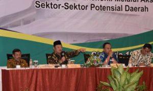 Bupati Sidoarjo H Saiful IIah Nomor dua dari kanan saat Pimpin rapat. Foto; istimewa