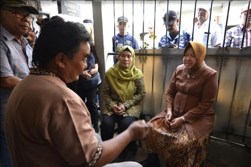 Wali Kota Surabaya, Tri Rismaharin saat berkunjung ke rumah duka almarhum Bambang Catur Agus di Jalan Gubeng Kertajaya VII D no 43, Surabaya/humas Pemkot