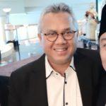 Ketua KPU RI, Arief Budiman (tengah) bersama komisioner KPU Kota Malang, Deni Baktiar (kanan) di hotel Mariot Surabaya. (panca)