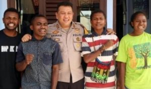 Kapolres Sukabumi AKBP Nasriadi bertemu dengan 4 pelajar asal Sorong